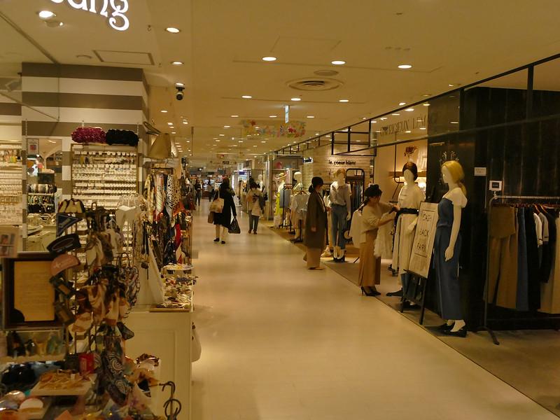 Shopping in Tokyo railway station arcade