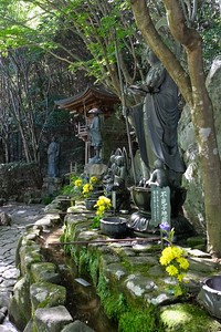 Seven Jizo Bosatsu statues for those with deceased babies and children.