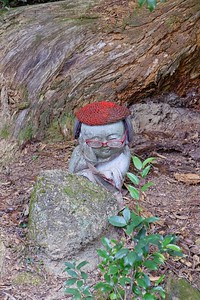 A very studious Jizo statue greets you.