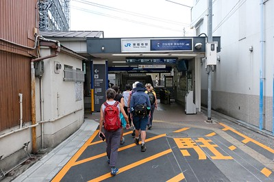 Entering Tōfukuji Station.
