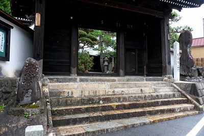 Entrance to the Gokuraku-ji Temple.