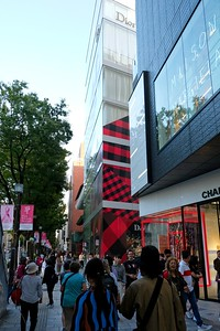 Walking thru the Harajuku Shopping District - Shibuya, Tokyo.