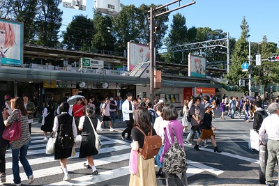 Walking thru the Harajuku Shopping District - Shibuya, Tokyo.