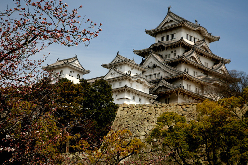 Unlike most Japanese castles, Himeji-jo was never destroyed by war, earthquake or fire, and survives virtually intact.