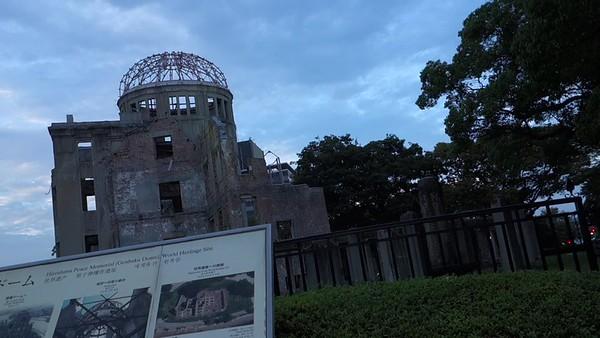Japan-Hiroshima-Spanishtourists-video