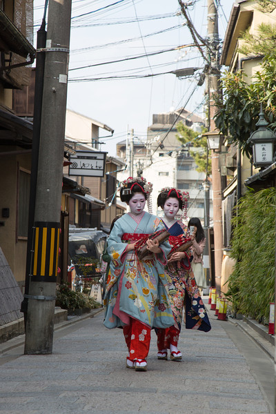 Geisha in the streets of Kyoto, Higashiyama area