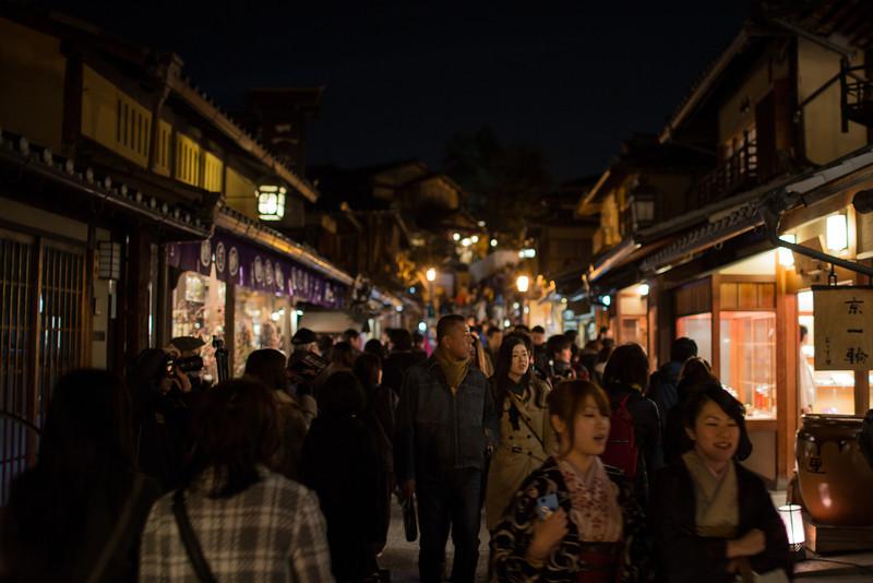 Higashiyama streets lit up at night for Hanatoru