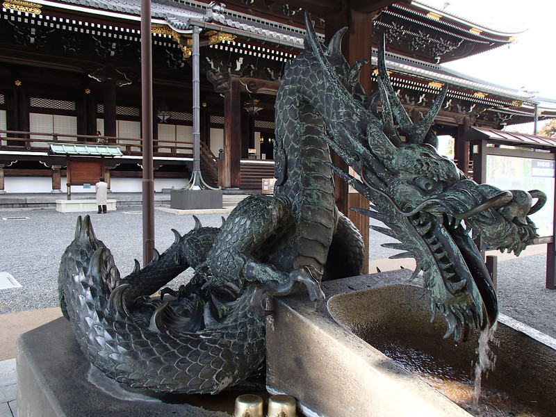 I have not seen a better bronze fountain dragon in Japan--probably not anywhere, actually. For perspective, the ladles in the bottom center of the photo are half the size of a soda can.