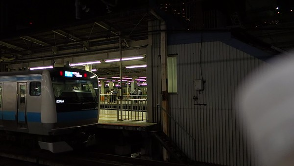 Japan-drinking-on-a-train-video