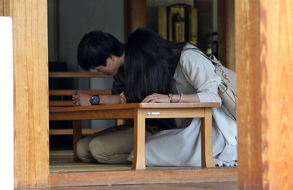 People testing their kanji skills
