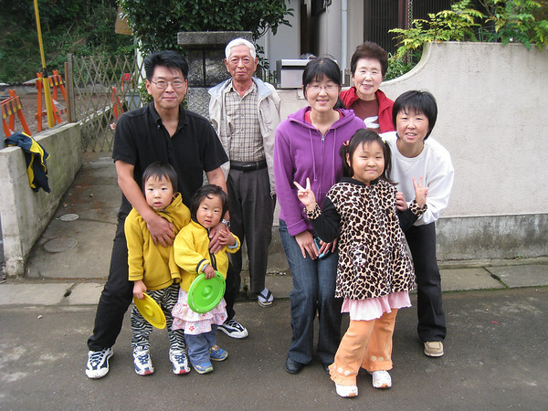 """Family, Friends & Cats! <FONT COLOR=""""yellow"""">家族と友達と猫</FONT>"""