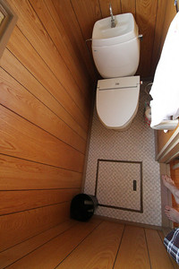 Yes, this toilet room is actually as small as it looks!