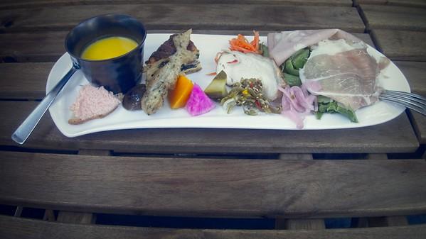 Lunch in Mishima © Chiyoko Meacham