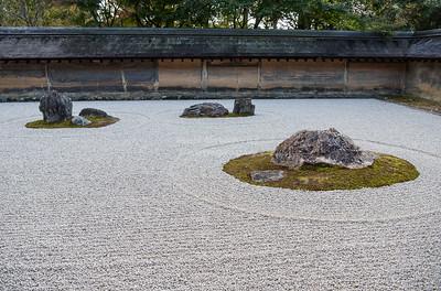 The famous kare-sansui (dry landscape) zen garden at Ryōan-ji