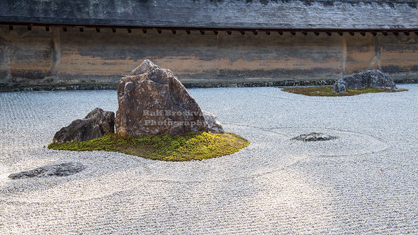 The kare-sansui (dry landscape) zen garden at Ryōan-ji