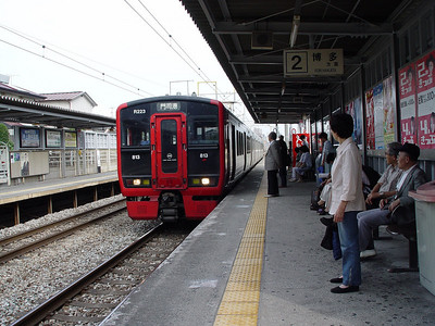A local train between Kasuga and Fukuoka (Hakata).