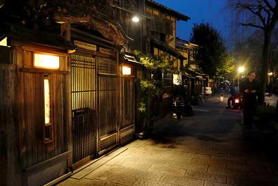 kyoto-gion-night