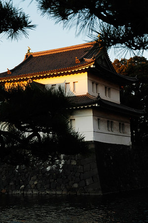 A view of the Fujimi-yagura Keep from outside the Imperial Palace East Garden. Reconstructed in 1659 after being destroyed by fire, it was again restored  after the Great Kanto Earthquake in 1923 damaged it.