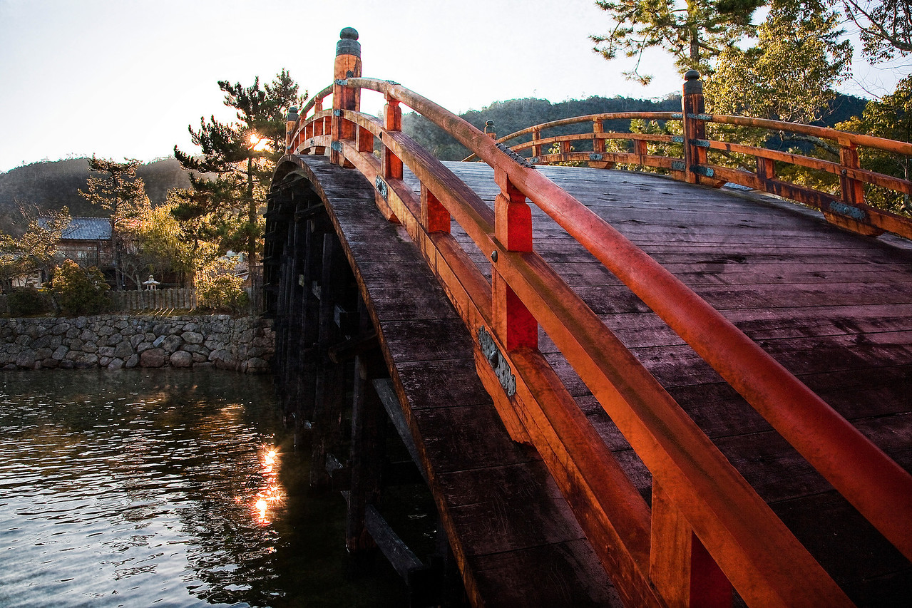 I was a bit mystified about this bridge. Not only does it have an absurd amount of incline and decline, if you walk 30 more feet to the right the two land masses are connected naturally, no bridge required.