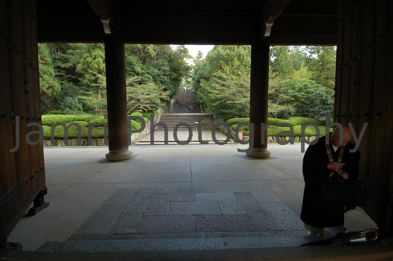Monk, Chion-in (Buddhist Temple), Kyoto, Japan