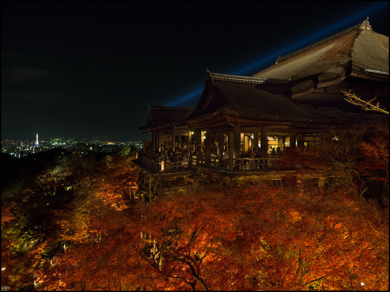 And finally Kiamisudera; in the season of the red leaves they are lit at night (as you saw earlier)