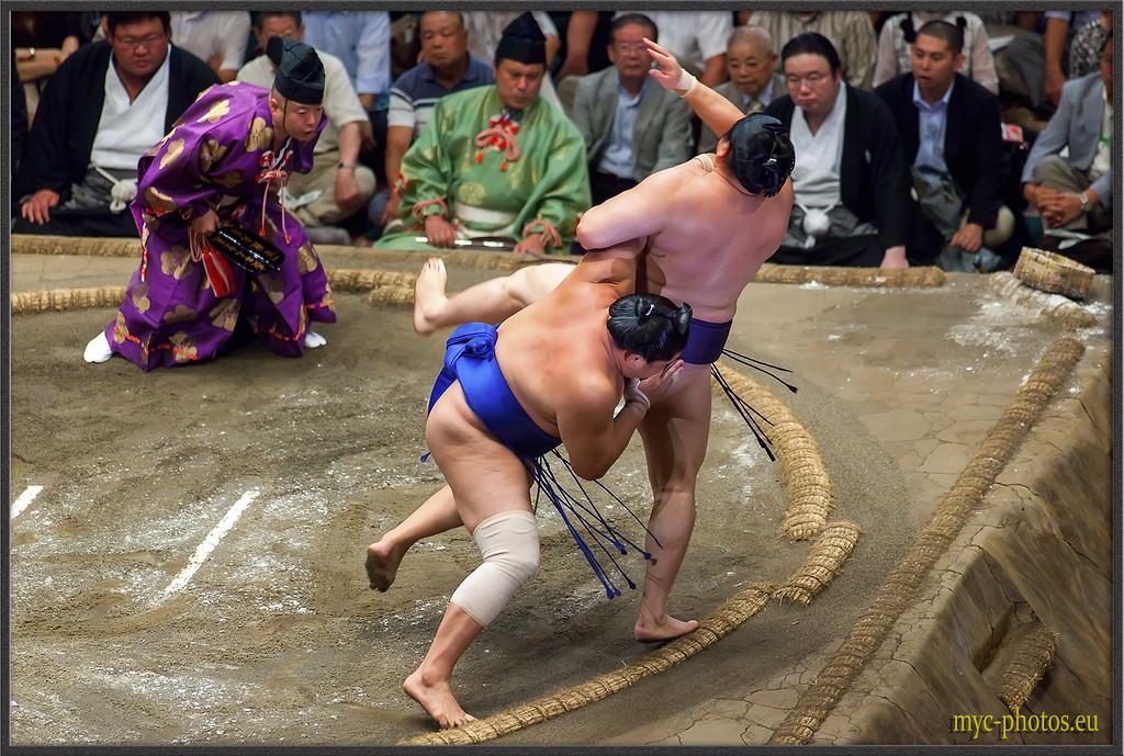 IMAGE: http://photos.corbi.eu/Travel/Japon-2012/Sumo/i-wDwBxcZ/0/XL/MG9792-copie-XL.jpg