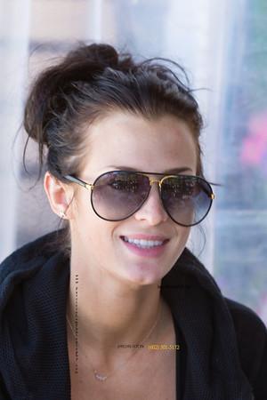 Danielle glasses blur 1720