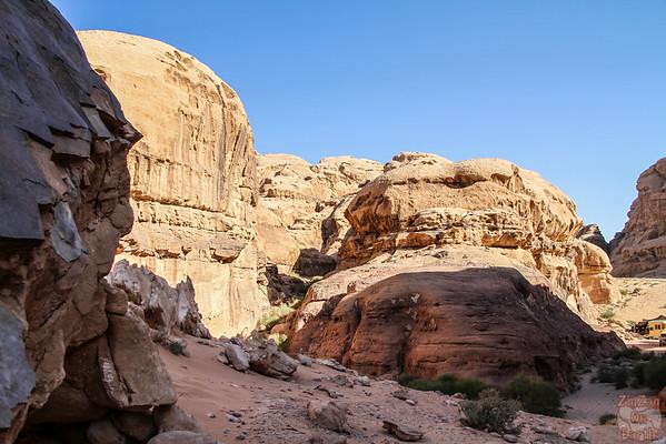 Wadi Rum, Jordan: around rock bridge