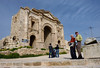 Arrival to the very large Roman ruins of Jerash. This triumphal arch is the south entrance.