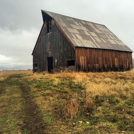 Barn near Lake Almoner, CA