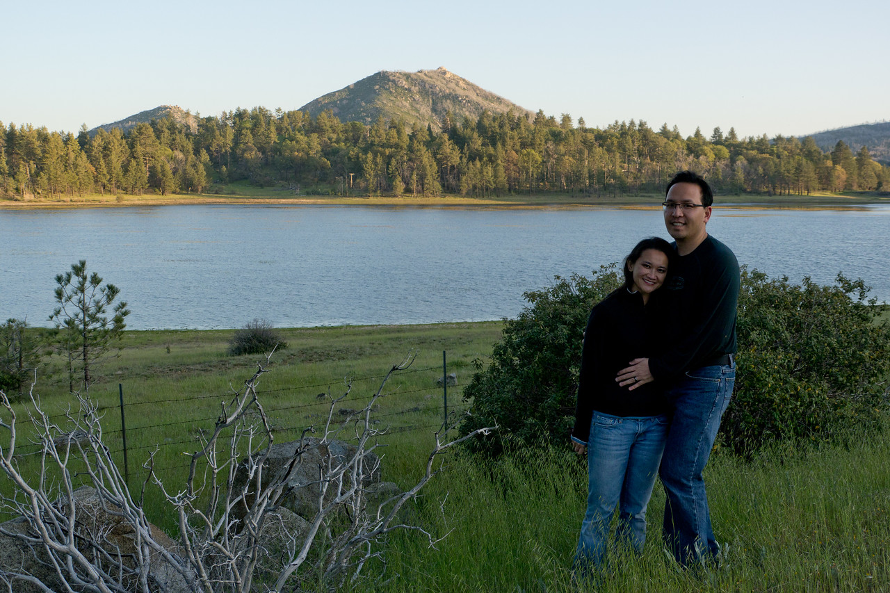 Catherine and Vu in front of Lake Cuyamaca, with Stonewall Peak in the distance. - shot @ ISO 320, f/5.6, 1/400 sec, on Panasonic DMC-GH2 w/ LUMIX G VARIO 14-140/F4-5.8 lens at 25 mm