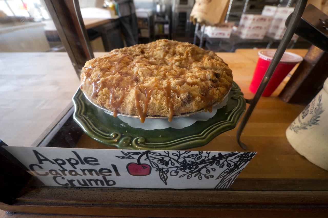Mom's Apple Pie Bakery - shot @ ISO 320, f/4.0, 1/40 sec, on Panasonic DMC-GH2 w/ LUMIX G VARIO 7-14/F4 lens at 7 mm