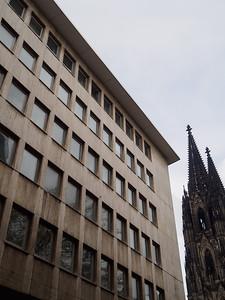 Kölner Dom Peeking