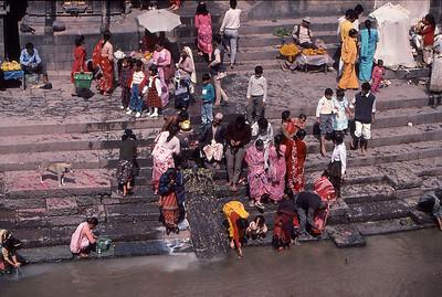 pashupatinath hindu temple funeral offerings kathmandu nepal