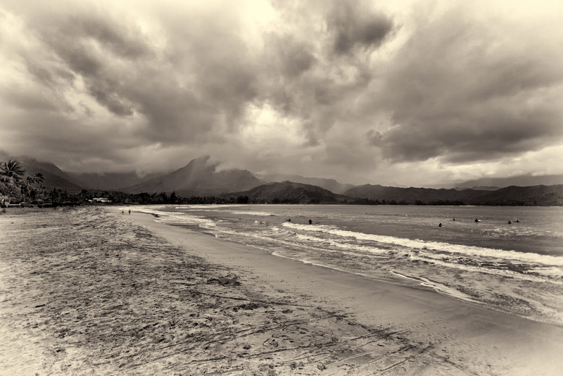 HANALEI BAY AND BEACH