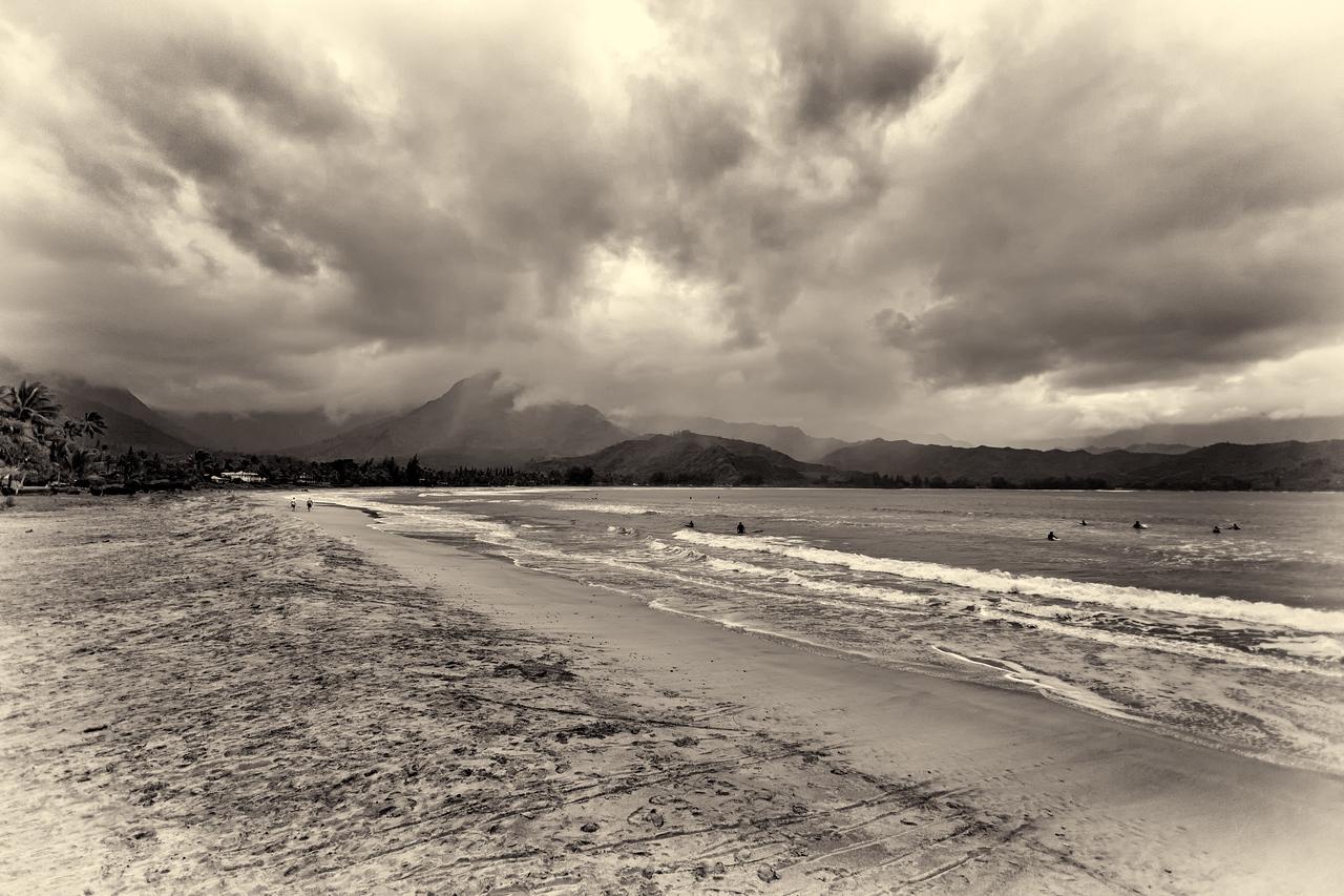 HANALEI BAY AND BEACH