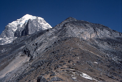 Approaching Taweche Towers, with the main summit of Taweche behind