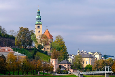 The M¸lln Parish Church stands on a site steeped in history. The hill in the M¸lln district above the banks of the Salzach River was a cult site in heathen times. Originally a Gothic church, the church in its current Baroque form is capped by its double-lantern spire which dates to 1673.