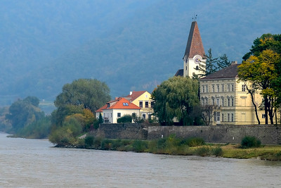 A small church and school sits directly on the banks of the Danube on the way to Dürnstein.