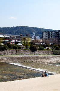 Kamogawa (鴨川) in Kyoto is often lined with couples.