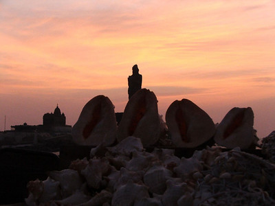 Shells and the Thiru statue at sunrise