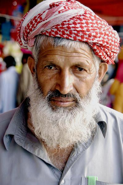 Tea Walla at Friday market, Karachi, Pakistan<br /> scenes of daily life in markets and bazaars in Karachi<br /> (Credit Image: © Chris Kralik/KEYSTONE Press)