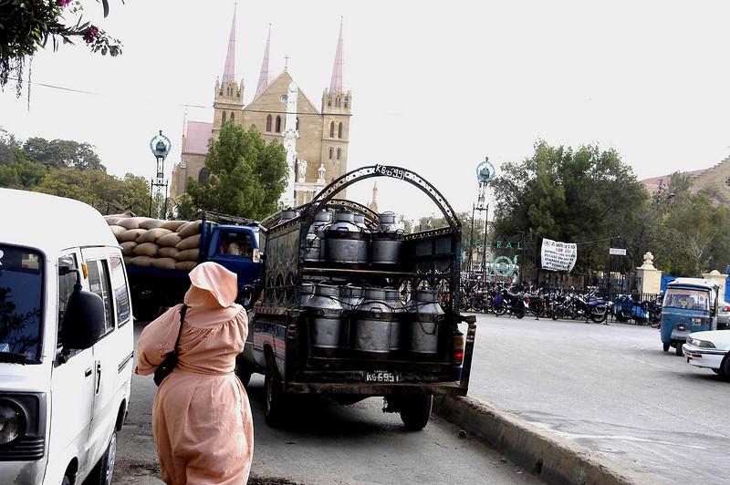 Cream truck, Karachi, Pakistan<br /> scenes of daily life in markets and bazaars in Karachi<br /> (Credit Image: © Chris Kralik/KEYSTONE Press)