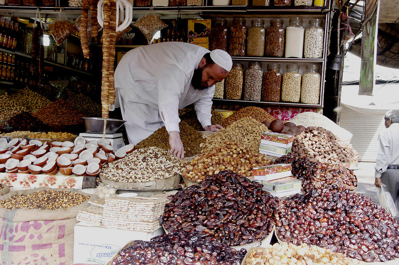 Nuts and dates, Karachi, Pakistan<br /> scenes of daily life in markets and bazaars in Karachi<br /> (Credit Image: © Chris Kralik/KEYSTONE Press)