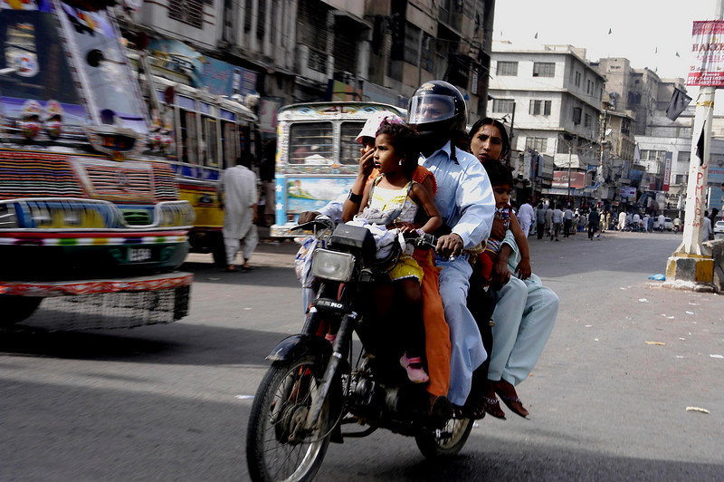 Every ride is an adventure, Karachi, Pakistan<br /> scenes of daily life in markets and bazaars in Karachi<br /> (Credit Image: © Chris Kralik/KEYSTONE Press)