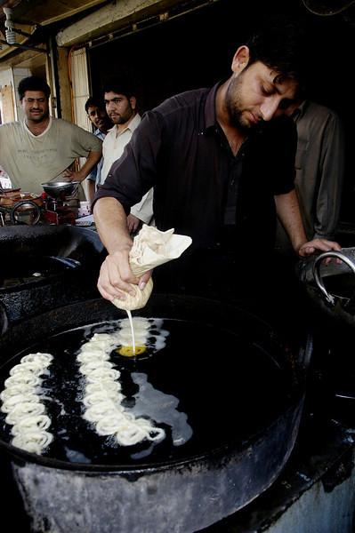 Jelabi sweets, Karachi, Pakistan<br /> scenes of daily life in markets and bazaars in Karachi<br /> (Credit Image: © Chris Kralik/KEYSTONE Press)