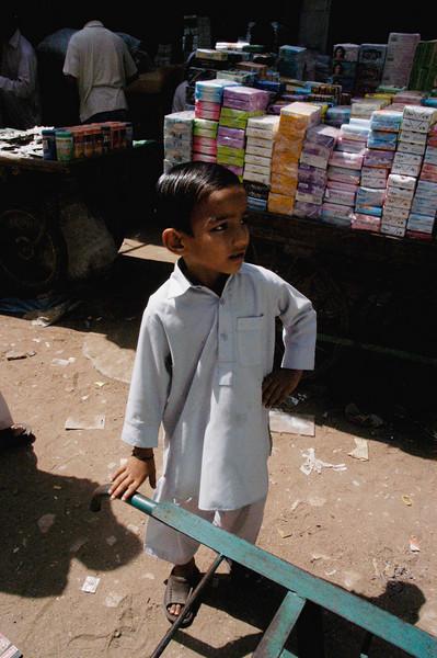 Young employee, Karachi, Pakistan<br /> scenes of daily life in markets and bazaars in Karachi<br /> (Credit Image: © Chris Kralik/KEYSTONE Press)