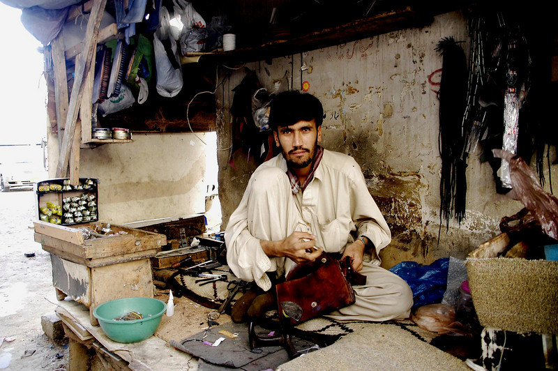 The leather worker, Karachi, Pakistan<br /> scenes of daily life in markets and bazaars in Karachi<br /> (Credit Image: © Chris Kralik/KEYSTONE Press)