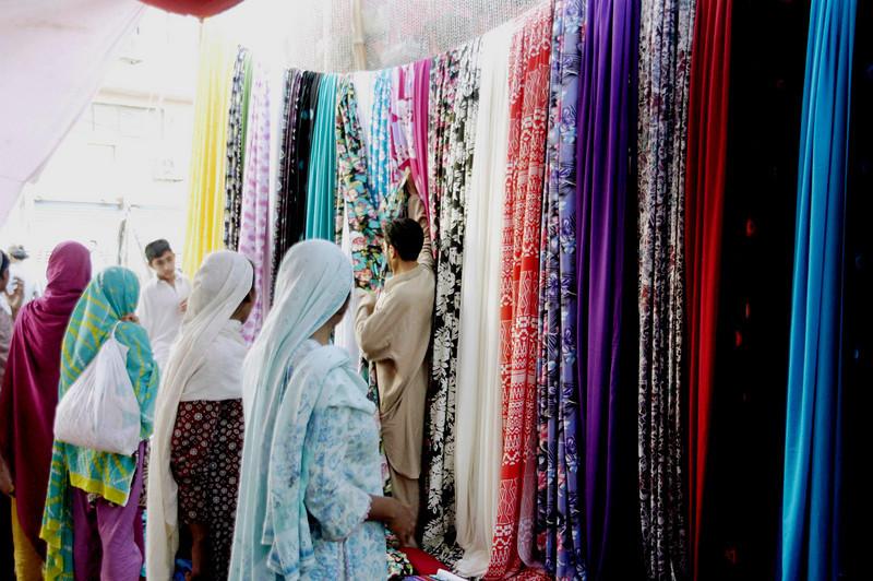 The fabric market, Karachi, Pakistan<br /> scenes of daily life in markets and bazaars in Karachi<br /> (Credit Image: © Chris Kralik/KEYSTONE Press)