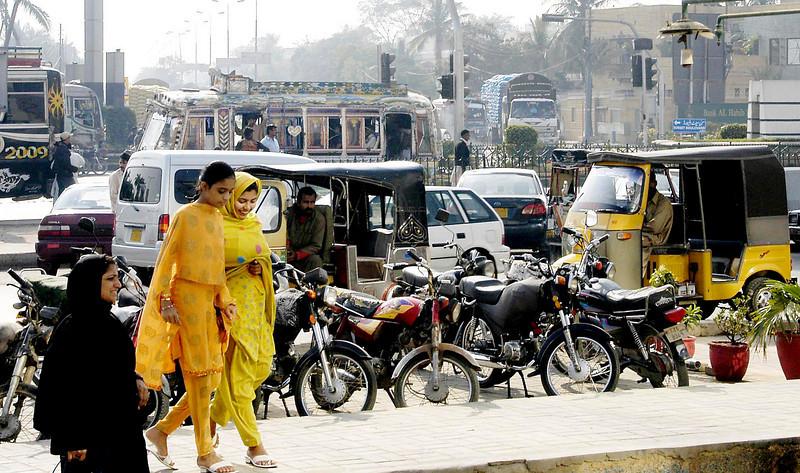 Outside the fabric market, Karachi, Pakistan<br /> scenes of daily life in markets and bazaars in Karachi<br /> (Credit Image: © Chris Kralik/KEYSTONE Press)